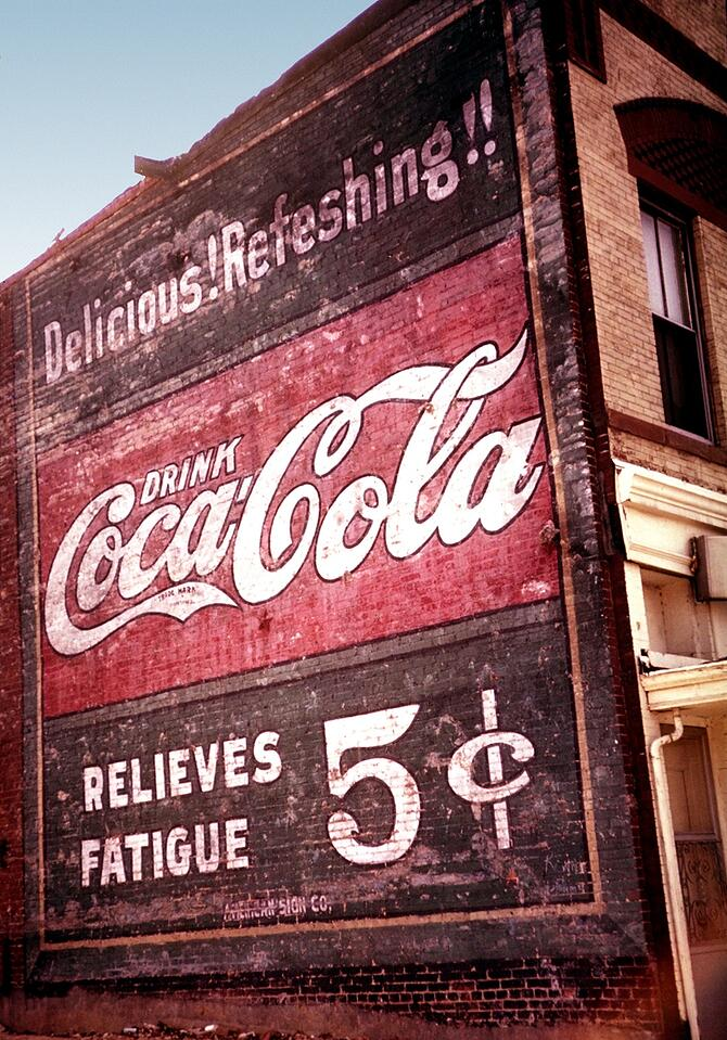1880s-Coca-Cola-Delicious-and-Refreshing.jpg